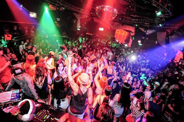 ONE-NIGHT-CLUB (1)