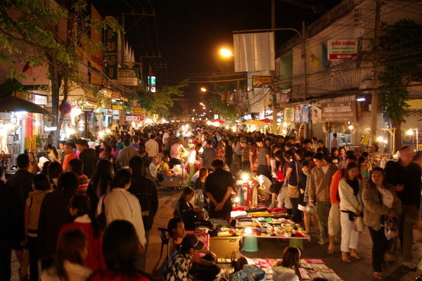 Overview-of-the-Chiang-Mai-Sunday-night-market-1