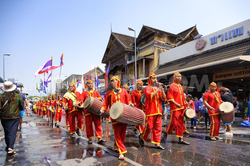 opening-of-the-2015-chiang-mai-songkran-festival_7341573